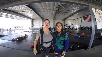 1626 Candice Doenges Skydive at Chicagoland Skydiving Center 20170915 Amy Cody