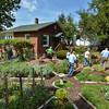 MET 090317 Italy House Garden