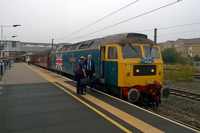 Two of West Coast's finest exchange pleasantries alongside 47580 which had just arrived at Peterborough with Nenta's 1Z64 0442 Norwich - Carlisle charter (02/09/2017)