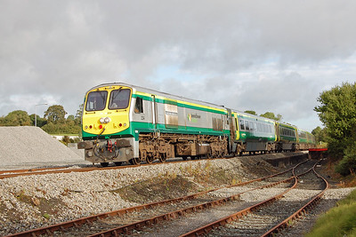 234 falls nicely into a patch of early morning sunshine as it arrives at Mallow with the 0700 Dublin Heuston to Cork service (08/09/2017)