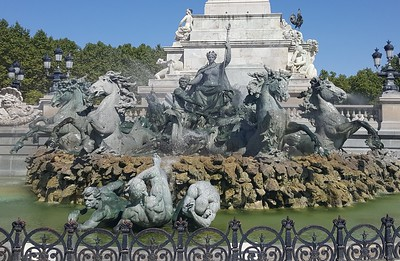 Bordeaux Girondins fountain - Kate Davies