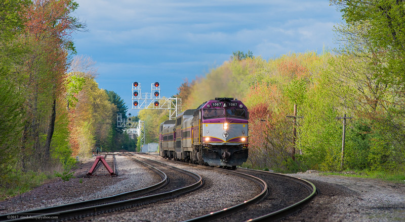 MBTA train 417 approaches Derby Curve on the Fitchburg Line in Lunenburg.