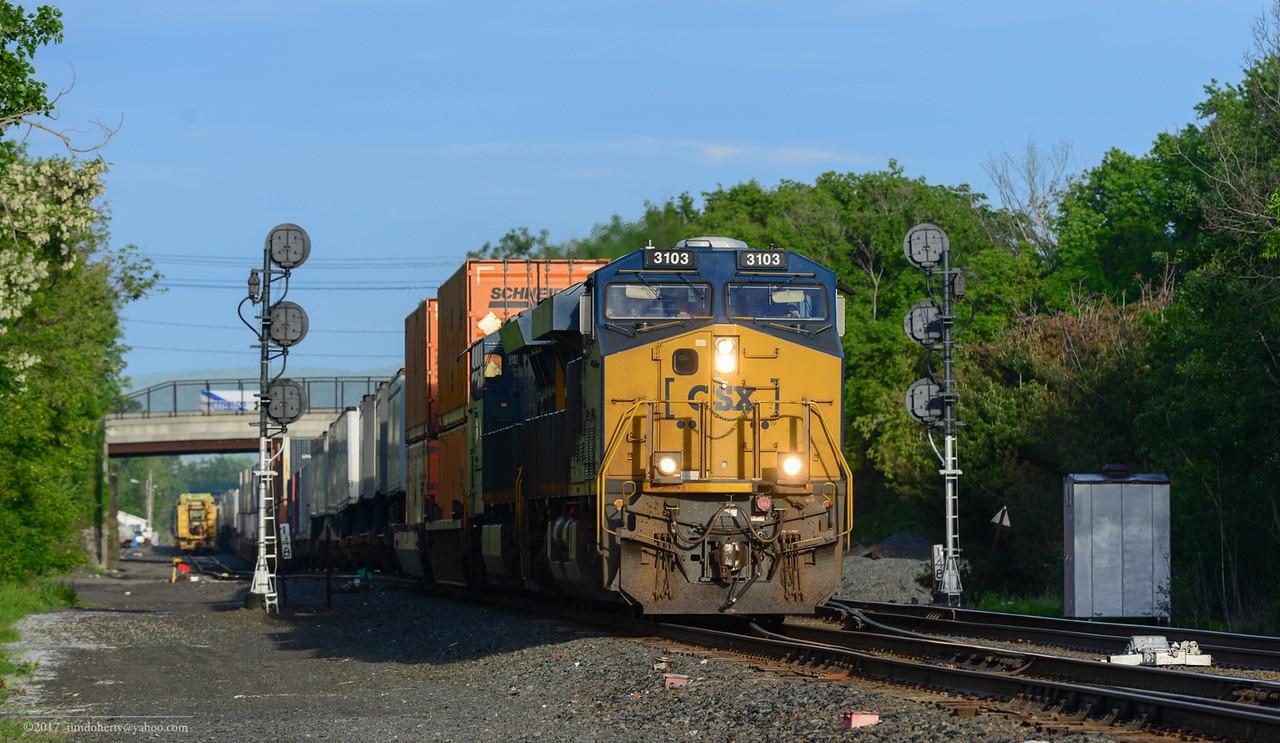 CSX eastbound intermodal train at CP 147 in Pittsfield.