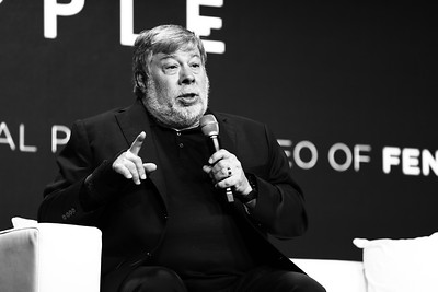 #StartupWorldCup  @SteveWoz Presented by @Photo