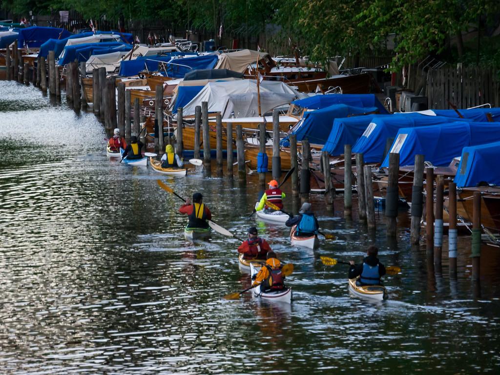 Förbi Pålsundskanalens träbåtar