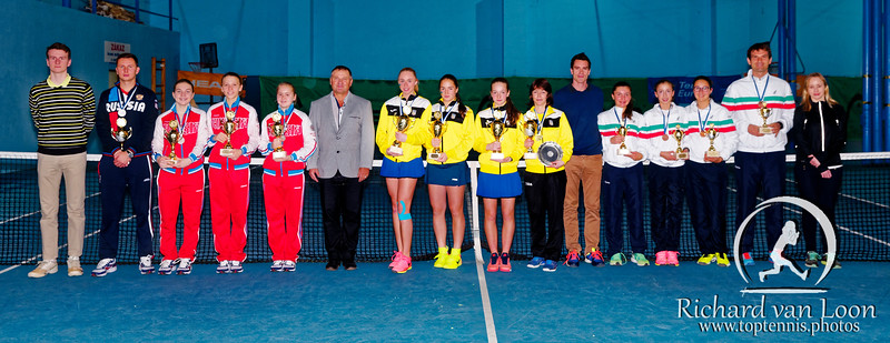 01.08d Teams with officials - Tennis Europe Winter Cups by HEAD final girls 14 years and under 2017