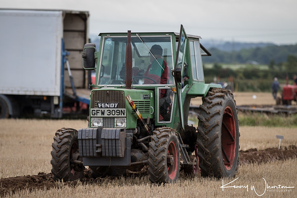GFW 309N Fendt 104S match ploughing