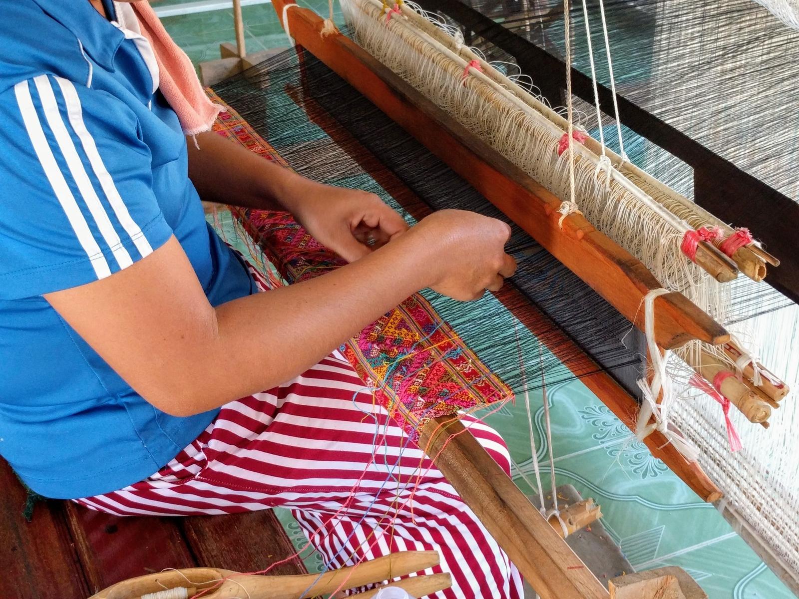 Amazing Tai Lue Weavers