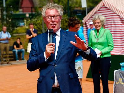 01.09a Deputy of Gelderland gives speech - Windmill cup 2017