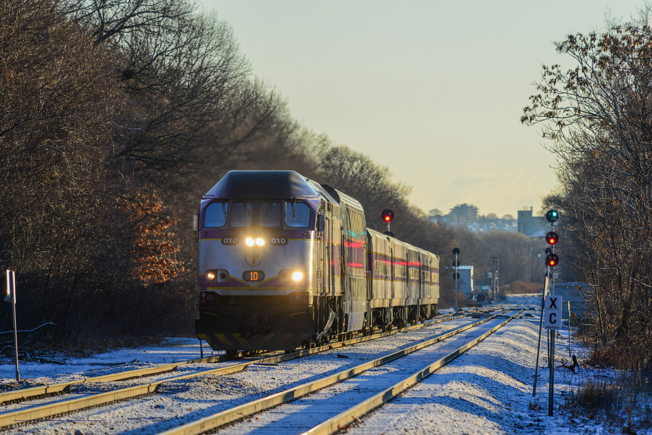 MBTA 010 at Belmont on the last workday of the year 2016