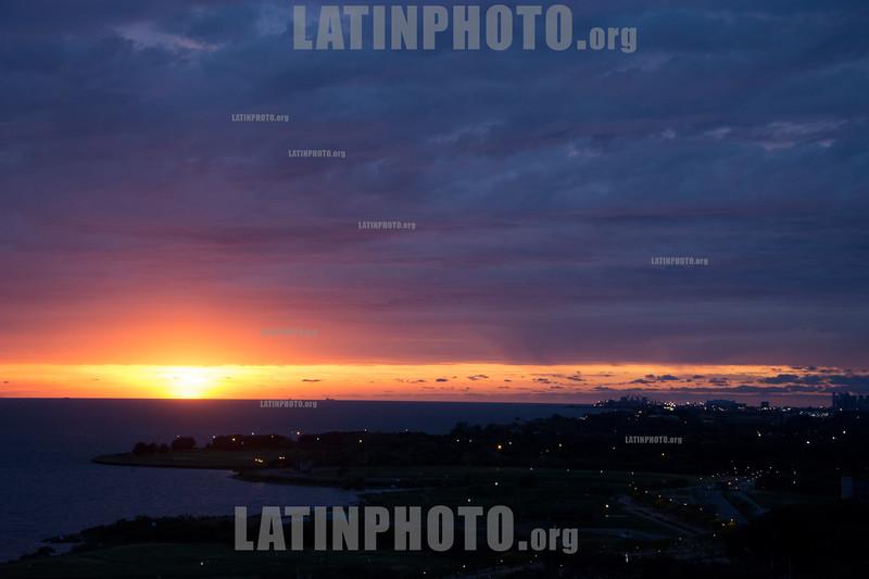 Argentina :  Amancer  en el Río de la Plata / <br /> Sunrise at the Río de la Plata / Argentinien : Sonnenaufgang Rio de la Plata © Andrea Puchetta/LATINPHOTO.org