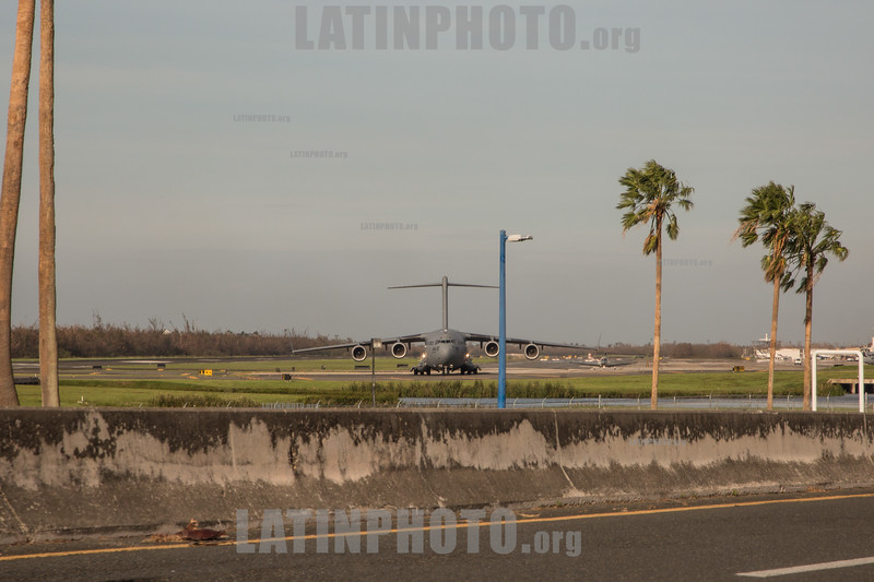 Puerto Rico : San Juan , PR. US Force plane with aid lands at the Munoz Marin airport iafter hurricane Maria hit the island / Hurricane Maria slams Puerto Rico / Puerto Rico : Hurrikan Maria verwüstet Puerto Rico © Rob Zambrano/LATINPHOTO.org
