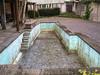 Pool ohne Wasser in einem Vorgarten in den Halden in der Altstadt von Aarau © Patrick Lüthy/IMAGOpress.com