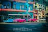 Cuba : La Habana / Havana / Kuba : Bus und pink Oldtimer in Havanna  © Marcia Rios Cabrera/LATINPHOTO.org