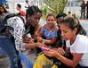 Cuba : Inauguración parque temático hola hola / Kuba : Frauen mit Smartphone - Anrufen - Kommunikation - Gespräche - Telefonieren © Rolando Montalván Martínez/LATINPHOTO.org
