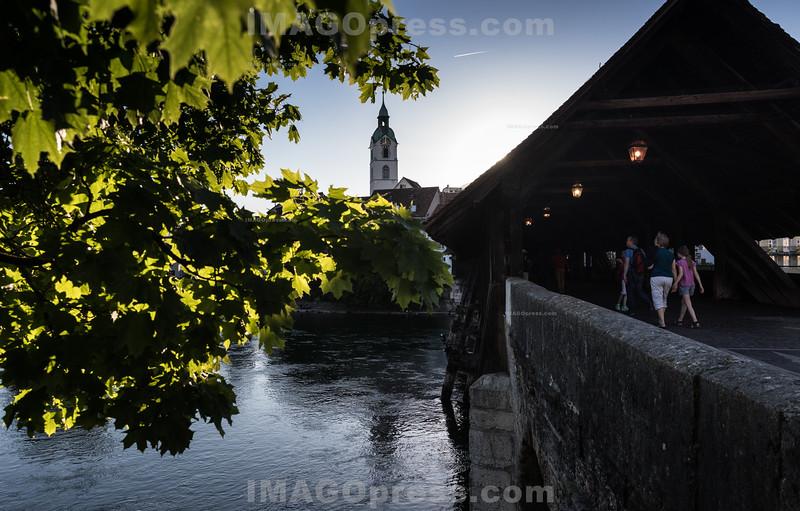 Sonnenuntergang bei der Altsatdt in Olten  - Alte Holzbrücke © Patrick Lüthy/IMAGOpress.com