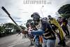 Venezuela - 28 de julio - la oposición venezolana llamo a una nueva jornada de protestas en contra del régimen de Nicolás Maduro y su llamado a una Constituyente, los manifestantes trancaron las vías y tomaron las calles mientras las fuerzas de seguridad del estado intentaron a lo largo de la tarde dispersar a los manifestantes en distintas zonas de la capital mediante el uso de gas lacrimógeno y perdigones. Protests in Caracas on July 28th against N. Maduro regime / Venezuela :  Ausschreitungen am 28. Juli 2017 in Caracas - Demonstranten der Opposition  kämpfen auf der Strasse gegen den Polizeieinsatz der Regierung Maduros  © Leo Álvarez /LATINPHOTO.org