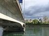 Blick der Aarestrasse auf die Ketenbrücke und die Altstadt Aarau mit Aare und der Stadtkirche © Patrick Lüthy/IMAGOpress.com
