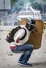 """Venezuela - Caracas 22 de julio, la Guardia Nacional Bolivariana dispara perdigones y hace la """"gestos""""con la mano durante la marcha de protesta al TSJ para intentar dispersar a los manifestantes. Hasta finales de horas de la tarde se presentaron fuertes enfrentamientos en varios sectores de la capital en otra jornada de manifestaciones contra el régimen de Nicolás Maduro y su llamado a una Constituyente. Protests in Caracas on July 22th against Nicolás Maduro regime / Venezuela :  Ausschreitungen am 22. Juli 2017 in Caracas - Demonstranten der Opposition  kämpfen auf der Strasse gegen den Polizeieinsatz der Regierung Maduros  © Leo Álvarez/LATINPHOTO.org"""