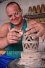 Cuba : Casa Santander alfarero - Trinidad Santi Espíritus - tienda de recuerdos - cerámica - alfarero / Kuba : Souvenirladen mit Keramikwaren in Trinidad - Handwerker bei Töpferarbeiten © Agustín Borrego Torres/LATINPHOTO.org