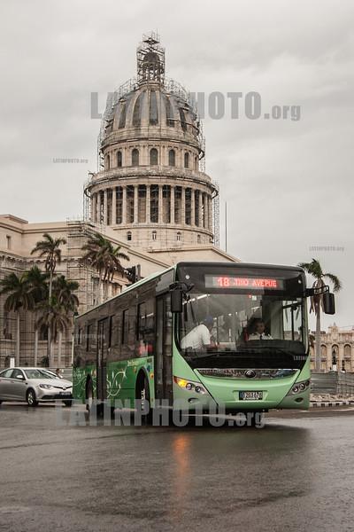 Cuba : Primera guagua eléctrica que circulará en Cuba - E12 - ómnibus eléctrico de Cuba / First electric bus that will circulate in Cuba - electric bus powered by electricity / Kuba :  Kubas erster Elektrobus in Havanna © Reno Massola/LATINPHOTO.org