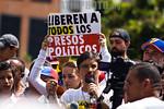 Venezuela : Freddy Guevara , diputado de la Asamblea Nacional de Venezuela y Lilian Tintori , esposa del dirigente pol�tico Leopoldo L�pez , durante una manifestaci�n por los cien d�as d ...