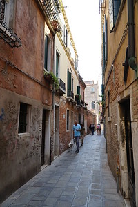 There are plenty of narrow alleys in Venice.