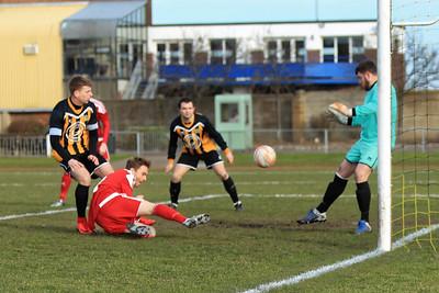 Gt Yarmouth Townv Felixstowe & Walton Utd in Thutlowe Nunn Premier League