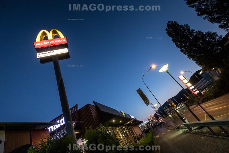 McDonald's in Egerkingen bei Nacht © Patrick Lüthy/IMAGOpress.com