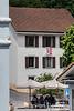 2740 Moutier - Die Gemeinde Moutier wird am 18. Juni 2017 über ihre Kantonszugehörigkeit abstimmen - Jurafahne an einer Hausfassade in Moutier © Patrick Lüthy/IMAGOpress.com