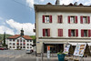Hôtel de Ville in 2740 Moutier und Abstimmungsplakate in Moutier - Am 18. Juni 2017 werden die Stimmberechtigten von Moutier über die Kantonszugehörigkeit ihrer Gemeinde abstimmen © Patrick Lüthy/IMAGOpress.com