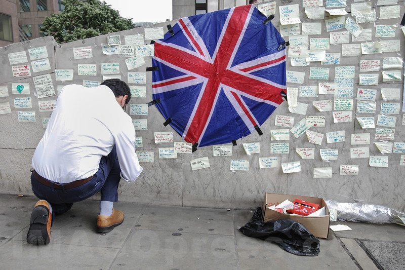 England - Tribut for Victms Terror Attack