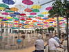 Schirme auf dem Hauptplatz in Torrox - Pueblo in der Axarquia © Patrick Lüthy/IMAGOpress.com