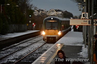 22012 arrives into Portlaoise with the 1530 Heuston - Limerick. Mon 11.12.17