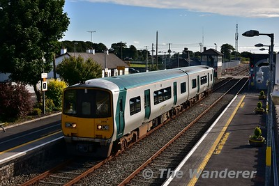2806 + 2805 arrives at Athenry with the 1745 Galway - Limerick Jct. Sat 08.07.17