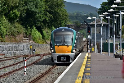 After the driver had changed ends, 22037 is driven from the Check Siding into Killarney Station with the 1340 Tralee - Heuston. Sun 16.07.17