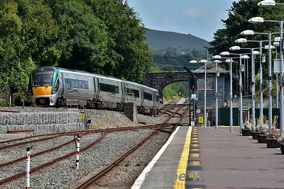 22037 rolls down the bank into Killarney Check Siding with the 1340 Tralee - Heuston. Sun 16.07.17