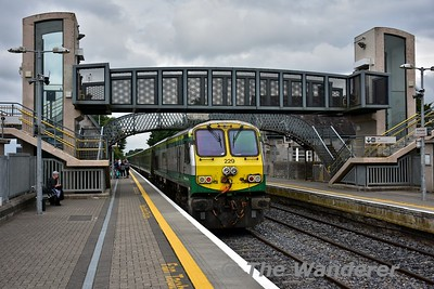 229 pushes the 1320 Cork - Heuston out of Portlaoise. The 1000 and 1320 Cork services are currently a MKIV set on Tuesdays only for a tour company group booking on the 1000 service. The 0900 and 1220 are 5ICR as a result. Tues 11.07.17