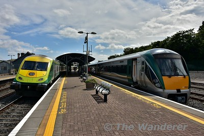 The 1300 Heuston - Cork departs from Mallow with MKIV GC 4003 at the rear. On the right is 22044 waiting to depart with the 1518 from Mallow to Tralee. This set had a busy day starting off with the 0630 Galway - Heuston and then going 1115 Heuston - Mallow Empty to take up this working. This was to balance the 0905 Tralee - Mallow which was extended to Heuston on this day due to heavy loadings. The 1120 Mallow - Tralee and 1305 Tralee - Mallow were worked by a 2600 Class set. Fri 14.07.17