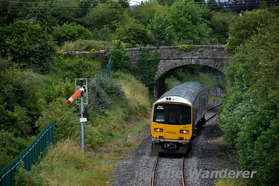 2804 + 2803 approach Roscrea with the 1655 Limerick - Ballybrophy. The semaphore signal is a repeater signal. Thurs 13.07.17