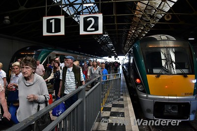 Unusually the 1525 Heuston - Limerick arrived at its destination on Platform 1 instead of Platform 2. In Platform 2 was 22048 which was working the 1745 to Limerick Jct.This normally goes from Platform 1. Mon 17.07.17