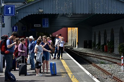 Some of the passengers waiting for the 1340 Tralee - Heuston to arrive at Killarney. Sun 16.07.17