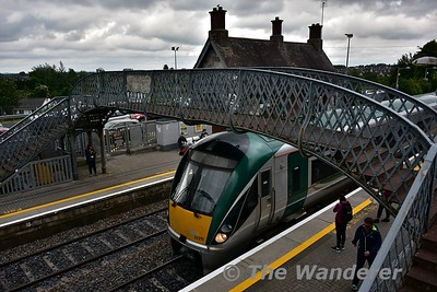 22011 arrives into Portlaoise with the 1525 Heuston - Limerick. Tues 11.07.17