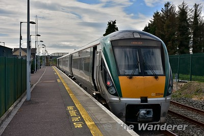 22044 stands at Rathmore while waiting to cross the delayed 1505 Tralee - Mallow service. The 1320 Mallow - Tralee was late due to 1100 Heuston - Cork running 30 minutes late due to signalling issues. Fri 14.07.17