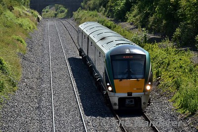22041 passes Killenard with the 1125 Heuston - Galway. Wed 20.06.17