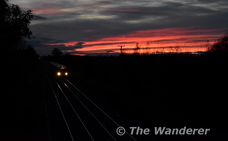 With the early winter nights now upon us it seemed appropriate to start the November gallery with a photo taken in the early evening. A red sky rewarded me on Friday as 22032 passes Clonkeen with the slightly late 1520 Cork - Heuston. Fri 03.11.17