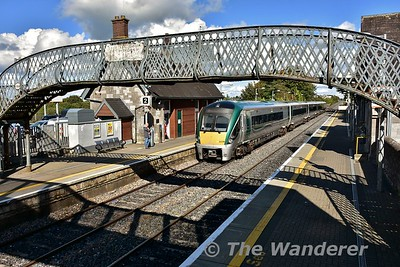 22039 departs from Portlaoise with the 1420 Commuter service to Heuston. Thurs 21.09.17