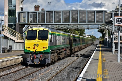 223 pushes the 1220 Cork - Heuston out of Portlaoise. Thurs 21.09.17