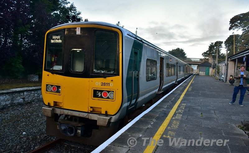 2811 + 2812 wait to depart from Nenagh with the 0630 Limerick - Ballybrophy service. The red tail lights are due to the driver being in the cab of 2812 splitting the set from 2817 + 2818 which would be heading to Limerick at 0745. Fri 01.09.17