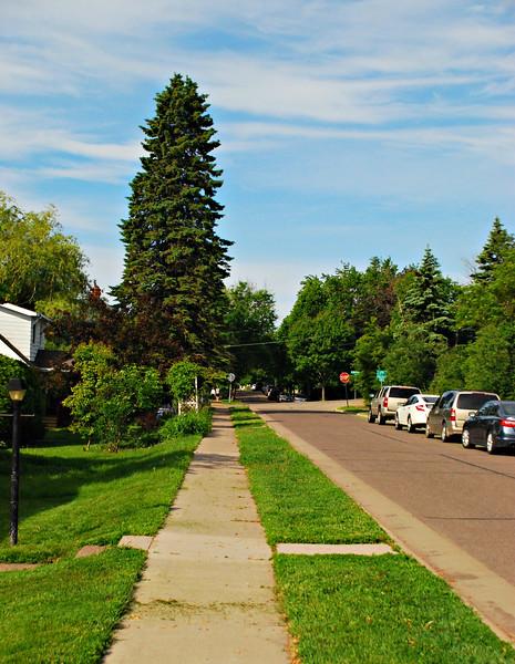 Beginning stroll west on Jefferson Street